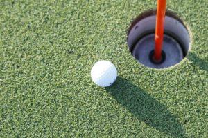 ゴルフカップとボール