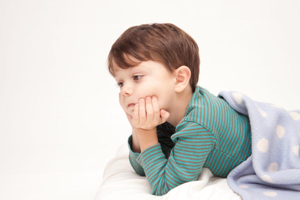 布団で考える子供