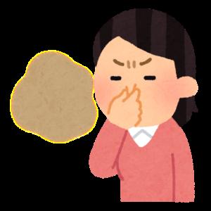 鼻をつまむ母親