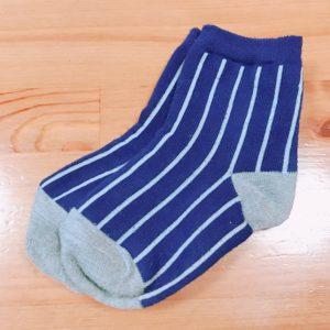 シマシマ紺靴下
